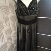 Фирменное очень красивое платье сеточка с аппликацией-вышивкой на контрастном чехле р.12-14