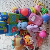 Лот игрушек для самых маленьких.