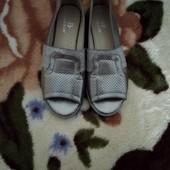 Срібні туфельки.