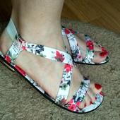 Цветочные босоножки, на Ваши красивые ножки))