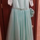 Нарядное платье состояние нового!