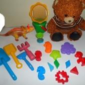 Набор игрушек. Пасочки,лопатки, ведёрко, динозавр, мишка.