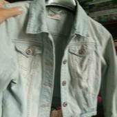 Класна фірмова джинсова куртка розмір 14