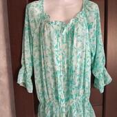 Фирменная красивая блуза в бабочки в состоянии новой вещи р.16-18