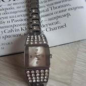 Оригинальные часы с камнями beike