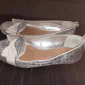 Серебристые балетки Shoe Collection, разм. 36 (22 см внутри). Сост. хорошее!
