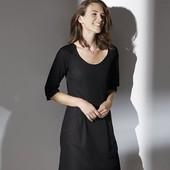 Базовое платье, плиссировка по спине, удобные карманы, 42 размер.