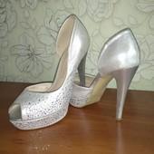 Туфли блестящие, серебро, камни) 38 р-р очень красивые!!!