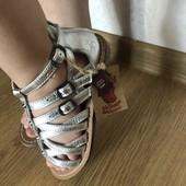 Круті шкіряні срібні босоніжки розмір 29!Не пропустіть!
