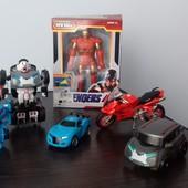 Лот 6 іграшок (роботи-тоботи, машинки, мотоцик).