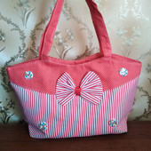 Женская пляжная сумка на молнии.
