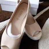 Туфли с открытым носком на платформе Очень удобньіе
