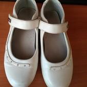Белые туфельки девочке 34р.и тапочки 34р.стелька 21 см