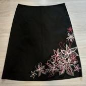 Фирменная красивая коттоновая юбка с вышивкой в состоянии новой вещи р.14