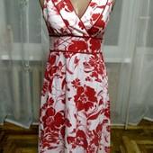 Одним лотом 4 плаття в ідеальному стані