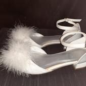Белые нарядные босоножки-туфли от M&S, разм. 35,5 (22,5 см внутри). Сост. отличное!
