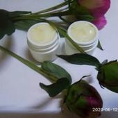 Летний защитный крем для смешанной и жирной склонной к воспалению кожи с ниацинамидом и календулой.