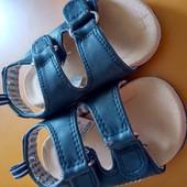 Две пары обуви одним лотом.