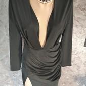 Стильное вечернее платье с глубоким вырезом!