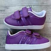 Отличные кроссовки Adidas оригинал в состояние новых 21 размер стелька 13,5 см