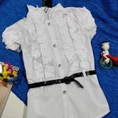 Нарядная белая блузочка с рюшами + лаковый поясок