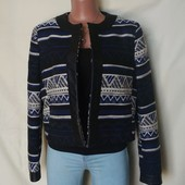 Очень красивый тепленький, качественный пиджак с отделкой под кожу, грудь-110