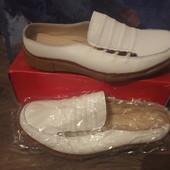 Новые кожаные мокасины 39размер,три цвета белый,салатовый и б/у бежевый.