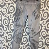 Италия. Стрейчевые, в оригинальный принт штанишки серого цвета для модниц. В идеальном состоянии .