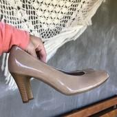 Туфли беж.лакированная кожа.на ножку 23.5см