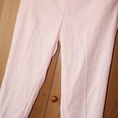 красивые классические брюки, большого размера, фабричный пошив. нарядно смотрятся,на вид как новые
