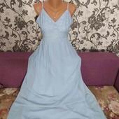 Нарядное,нежное платье,размер М-Л.В достойном состоянии.