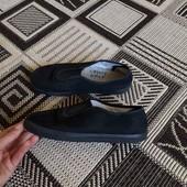 тапки,макасіни. як змінне взуття чи на фізкультуру. унісекс