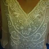 Очень нарядная блузка сливочногоцвета из крепдешина,вышитая бисером на 46-48(укр.)