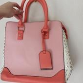 Очень стильная вместительная персиково-кораловая сумка