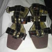 Утонченные летние босоножки на невысоком каблуке!!!