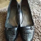 Туфли женские на каблуке р.39-40