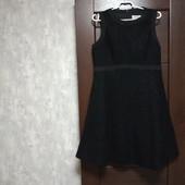 Фирменное красивое платье в состоянии новой вещи р.14