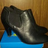 Демисезонные кожаные ботинки р.38 -24 см, фирма Janet.D