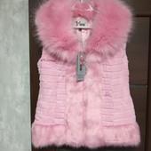 Фирменный новый меховой жилет р.12-14, цвет розовый фламинго.