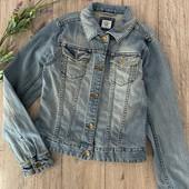 Джинсовый пиджак на девочку 12-13 лет. В хорошем состоянии.
