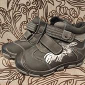 Новые ботинки из натурального нубука 26 р. 16,5 см