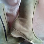 Фірменні нові ( сток ) чобітки з натурал.замші утеплені флісом, поліурітан.підошва роз.42.