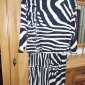 Платье с ассиметричным рисунком