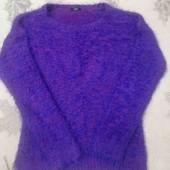 Яркий пушистый свитер, размер М-L.