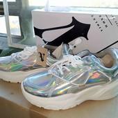 Женские демисезонные кроссовки,серебянного цвета ,очень красивые