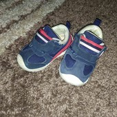Кроссовки для мальчика+ кроксы в подарок)