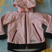В реальности лучше чем на фото! HH очень красивая и качественная курточка на девочку 4года