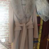 Пальто с натуральным песцовым воротником