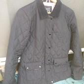Класна Куртка Демі в прекрасному стані