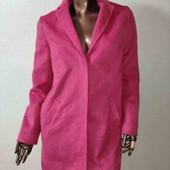 Яркое фирменное пальто